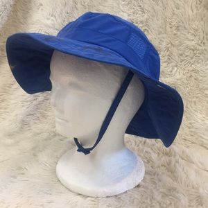 Kids sun protection hat with Velcro strap. SPF 50